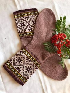 Knit Socks, Knitting Socks, Mitten Gloves, Mittens, Colorful Socks, Fair Isle Knitting, Knitting Charts, Auntie, Needlework