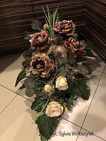 DLA TYCH CO ODESZLI... na Stylowi.pl Grave Flowers, Funeral Flowers, Christmas Flower Arrangements, Floral Arrangements, Cemetary Decorations, Square Wreath, Vegetable Garden Design, New Years Decorations, Flowers Perennials