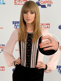 Taylor Swift rocks a red mani Nail Polish Style, Red Nail Polish, Red Nails, Hair And Nails, Taylor Swift Nails, Taylor Alison Swift, Medium Hair Styles For Women, Short Hair Styles, Best Makeup Tips