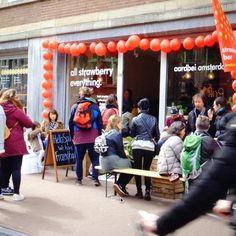 Strawberry Tasting Party! #strawberrybar #aardbeiamsterdam #aardbeien #hollandseaardbeien #fruitmoment #fruitmasters #spuistraat #strawberrybar #aardbeibar #amsterdam #spring #easter #tasting #party