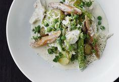 Grønt i skøn forening med kylling. Vi laver den nemme version, da vi bruger kyllingebryst i stedet for en hel kylling.