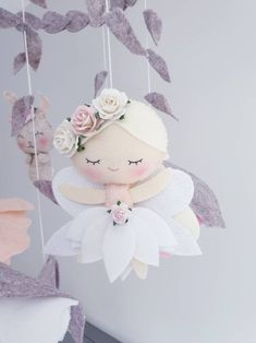 Items similar to Fairy Baby Mobile - Flower Mobile - Cot mobile- Crib Mobile - Woodland Mobile - Forest Mobile on Etsy Felt Crafts Diy, Felted Wool Crafts, Diy Crafts Hacks, Cute Crafts, Diy Craft Projects, Felt Flower Tutorial, Flower Mobile, Felt Mobile, Baby Fairy