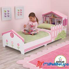 MiPetiteLife.es - Cama Casa de Muñecas KidKraft. Con esta preciosa cama estilo casa de muñecas las niñas se sentirán parte de la vida de sus muñecas y dejarán volar su imaginación. Esta camita ayuda a que el cambio de la cuna a una cama sea lo más sencillo posible. Práctico espacio para almacenaje en la cabecera. Con ventanitas a los costados que se abren y se cierran. Bonita decoración con flores y vallas. www.MiPetiteLife.es