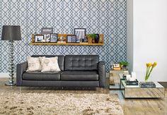 Tok&Stok Estar O papel de parede pode fazer  toda a diferença na hora de personalizar  o visual da sala de estar.