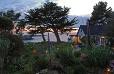 A trip to Mendocino, CA is definitely in my future. This is the Agate Cove Inn. Would ♥ to sit here by the ocean & drink some Mendocino County wine.