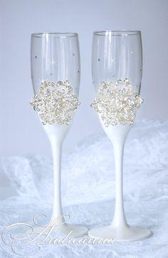 Свадебные бокалы «Снежная королева» стоимость 800грн, выполняется в любом цвете!