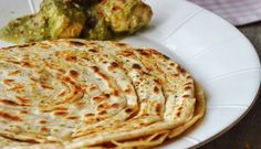 A very soft and puffed up Indian flat bread, Chapathi. Serve with Indian curry, main dishes or even use it to make sandwich wraps. Indian Food Recipes, Gourmet Recipes, Ethnic Recipes, Indian Flat Bread, Indian Breads, Roti Recipe, Flatbread Recipes, Chapati, Middle Eastern Recipes