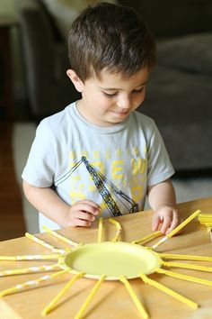 This sun craft for kids provides a great opportunity for counting and patterning! ~ Buggy and Buddy