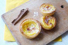 Je vous propose aujourd'hui ma recette de petits flans portugais! J'avais bien besoin de soleil dans ma cuisine cette semaine! Alors je me ...