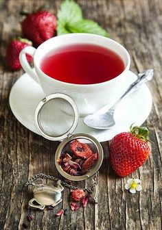 my-very-own-life-in-the-woods:Strawberry tea…(via pinterest)