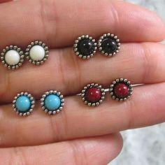 Mini brinco color 💕. Muita delicadeza. Só R$9,99 cada. Acesse nosso site ➡➡➡➡ www.amoralora.com.br