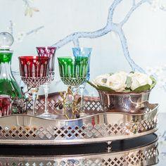 taças coloridas Wine House, Glass Jewelry Box, Small Bars, Crystal Glassware, Pantry Storage, Bar Areas, E Design, Dinnerware, Art Nouveau
