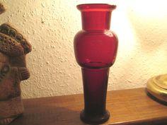 Massive Vase aus Goldrubinglas , Jugendstil oder älter , zeitlose Form