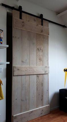 Onze slaapkamer met Steigerhouten schuifdeuren naar de badkamer en ...
