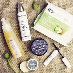 A gorgeous snap from @beautiful_because of our #ECOCARE Facial Wipes Did you know... the average woman uses 12 products per day containing over 168 ingredients (absorbing 2kg of chemicals a year)? Crazy! Choose safe all-natural organic & healthy alternatives. Ethical green & clean beauty all the way! Double tap if you agree  by ecocareorganic