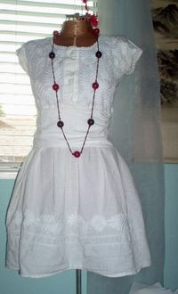 Sundress tutorial by sweet fancy moses on Craftster.