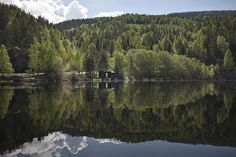 Into the landscape, stations d'observation, 2009 – Seljord – Norvège  À Seljord, en Norvège, il y a un lac. Et au fond de ce lac, dit-on, dort un serpent d'eau gigantesque. Le site des architectes : www.rintalaeggertsson.com