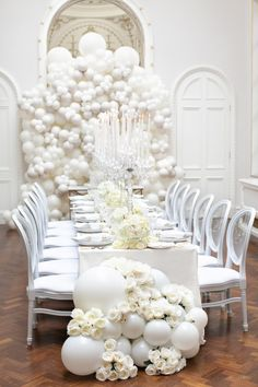 elegant white wedding centerpieces you will love Disney Wedding Centerpieces, Wedding Balloon Decorations, Wedding Balloons, Birthday Decorations, Baby Shower Decorations, White Party Decorations, Balloon Arch Diy, Balloon Flowers, Balloon Backdrop