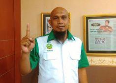 """Lewat Kasus Ibu Saeni Media Sekuler Serang Perda Syariah  FPI Online Jakarta - Pusat Hak Asasi Muslim Indonesia (PUSHAMI) menyayangkan adanya penggiringan opini dalam kasus ibu Saeni (53) warga Serang Banten yang terkena razia Satpol PP karena berjualan nasi di siang hari bulan Ramadhan.   """"Media sekuler telah menggiring opini masyarakat agar bergeser menjadi sentimen agama dan menggiring bahwa perda pelarangan warung makan buka di siang hari saat Ramadhan adalah tidak toleran"""" ujar Ketua…"""