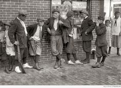 Street gang - cornerMargaret & Water Streets - 4 30 P.M Location Springfield, Massachusetts Titanic, Old Pictures, Old Photos, Random Pictures, Vintage Photographs, Vintage Photos, Vintage Postcards, Antique Photos, Lewis Wickes Hine