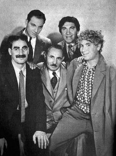 Viejo Hollywood, Hollywood Actor, Golden Age Of Hollywood, Hollywood Stars, Classic Hollywood, Old Hollywood, Groucho Marx, Harpo Marx, Classic Comedies