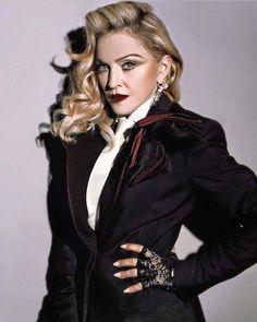 """RAINHA! Madonna foi eleita a MULHER DO ANO para a Billboard, e deverá receber homenagem em evento que celebra as mulheres na música no próximo dia 09 de Dezembro em Nova York! """"Com sua visão criativa, inovação implacável, e dedicação a causas filantrópicas, ela é uma inspiração para centenas de milhões de pessoas em todo o mundo, ao mesmo tempo, quebrando todos os recordes da música lá fora. Ela é uma feminista importante no que diz respeito a isso, e umas das poucas artistas que usa sua…"""