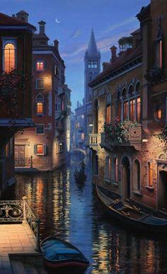 Cae la noche en Venecia, Italia.