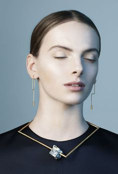 Swedish designer Malin Henningsson brings a minimal curation of brass lines, marble and perspex. Founded in Henningsson's jewelry collection b. Wire Jewelry, Jewelry Art, Gold Jewelry, Jewelry Accessories, Vintage Jewelry, Jewellery Box, Marble Jewelry, Jewellery Shops, Tiffany Jewelry