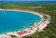 At our Grand Bahia Principe resort in La Romana you will find paradisiacal bays, fun and relaxation guaranteed. Will you join us? #BahiaPrincipe #LaRomana #DominicanRepublic #Caribbean