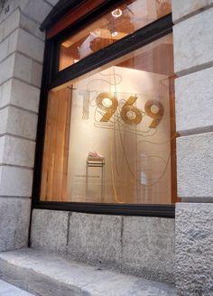 Limiteditions es una de las mejores tiendas de zapatillas de moda de Barcelona. Este escaparate es realizado exclusivamente por la Corsair Limited, un modelo reeditado de una de las sneaker que ha hecho historia desde 1969.