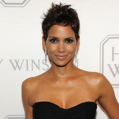 Halle Berry's Spiky Pixie Haircut There have been other every-which-way haircuts before and since, but none quite this amazing. Great Haircuts, Cute Hairstyles, Bad Hair, Hair Day, Cut My Hair, Hair Cuts, Hollywood, Short Styles, Stylish Hair