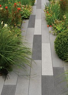 Modern Small Patio Garden Design And Ideas Garden Slabs, Patio Slabs, Garden Paving, Garden Paths, Paved Patio, Outdoor Paving, Paving Design, Minimalist Garden, Sloped Garden