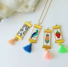 Creative crochet ideas – Just Trendy Girls - Salvabrani Loom Bracelet Patterns, Seed Bead Patterns, Bead Loom Bracelets, Beaded Jewelry Patterns, Woven Bracelets, Fabric Jewelry, Beading Patterns, Seed Bead Jewelry, Diy Jewelry