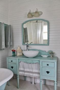 10 Decorative Designs For Your Small Bathroom - Aqua country cottage bathroom, furniture vanity. The Vintage House: Make The… Effektive Bilder, di - Lavabo Shabby Chic, Baños Shabby Chic, Muebles Shabby Chic, Shabby Chic Interiors, Shabby Chic Bedrooms, Shabby Chic Kitchen, Shabby Cottage, Shabby Chic Furniture, Cottage Style