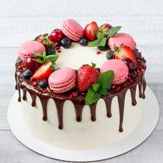 Dripcake maken met Callebaut Chocolade - Bouwhuis Blog Fruit Birthday Cake, Beautiful Birthday Cakes, 14 Birthday Cakes, Creative Birthday Cakes, Birthday Cards, Macaron Cake, Cupcake Cakes, Cupcakes, Cake Decorated With Fruit