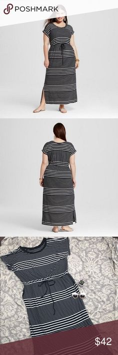 """AVA & VIV Black White Stripe Plus Scoop Maxi Dress NWOT AVA & VIV Black White Striped Plus Size Scoop Neck Split Maxi Dress, 3X. Excellent condition, no flaws or signs of wear. It has pockets, a drawstring and side splits for a little more movement. 95% rayon, 5% spandex.  Bust- 52"""", Waist- up to 65"""", Hip- 56"""", Length- 59"""". Ava & Viv Dresses Maxi"""