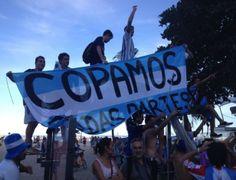 Polícia usa spray de pimenta para dispersar argentinos em avenida do Rio