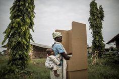 29.06 Les bureaux de vote des scrutins législatifs et communaux controversés ont ouvert lundi matin au Burundi.Photo: Marco Longari