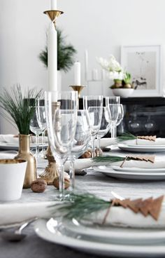 A festive dining table is a fantastic way to get into the holiday spirit. Magical Christmas, Christmas Lunch, Noel Christmas, Scandinavian Christmas, All Things Christmas, Xmas, Modern Christmas, Simple Christmas, White Christmas
