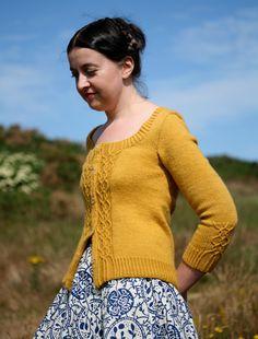 Kate Davies' Braid Hills Cardigan knitted in Blacker Swan Falkland DK Fair Isle Knitting, Knitting Yarn, Hand Knitting, Sweater Knitting Patterns, Knit Patterns, The Cardigans, Creation Couture, Knit Cardigan, Cardigan Pattern