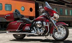 The 2018 Electric Glide Ultra Classic puts the Grand in Grand American touring. Motos Harley Davidson, Harley Davidson Touring, Build Your Own Bike, Harley Davidson Ultra Classic, Sportster 48, Electra Glide Ultra Classic, Bike Builder, Custom Harleys, Custom Bikes