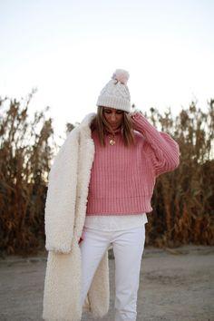 www.chonandchon.com manteau fausse fourrure et pull côtelé rose Pull Rose, Zara, Ugg, Pink, Cozy, Knitting, Tricot, Breien, Stricken