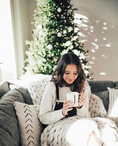 Jess Conte photo by Jess And Gabe, Gabriel Conte, Foto Casual, Poses, Christmas Pictures, Christmas Ideas, Merry And Bright, Winter Christmas, Xmas