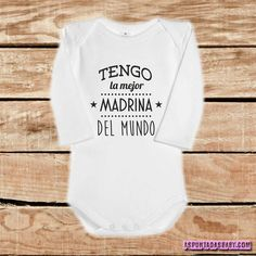 Son o orgullo dos meus padriños, color blanco-azul. Baby Girl Onsies, Baby Shawer, Baby Shirts, Cute Shirts, Baby Kids, Baby Pictures, Maternity Pictures, Plotter Silhouette Cameo, Baby Comforter