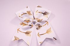 White and Gold Foiled Arrows Cheer Bow -Gold foiled arrows on Grosgrain Ribbon - across by down - Purchase 1 or more - Ask for pricing for team orders Cute Cheer Bows, Cheer Hair Bows, Cheer Mom, Big Bows, Cheer Stuff, Softball Bows, Cheerleading Bows, Volleyball, Cheer Workouts