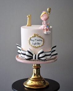 What an adorable cake!