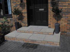 front doorstep ideas - Google Search Cottage Front Doors, Grey Front Doors, Front Door Colors, Garage Door Trim, Front Door Steps, House With Porch, House Front, Front Porch, Porch Upgrades