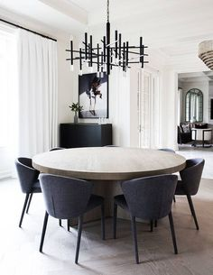 Get inspired by these dining room decor ideas! From dining room furniture ideas, dining room lighting inspirations and the best dining room decor inspirations, you'll find everything here! Dining Room Walls, Dining Room Design, Dining Room Modern, Round Dining Room Tables, Contemporary Dining Room Lighting, Modern Lighting, Kitchen Modern, Luxury Lighting, Fine Dining