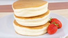 This Japanese pancake recipe has exploded online: One look at the ingredients an. This Japanese pancake recipe has exploded online: One look at the ingredients and you& understand why Helathy Food, Japanese Pancake, Easy Smoothie Recipes, Food Inspiration, Love Food, Sweet Recipes, Breakfast Recipes, Food And Drink, Cooking Recipes
