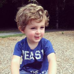 Cute little boy. If only Rhys's hair looked like this when grown out but instead it looks like girl hair :/